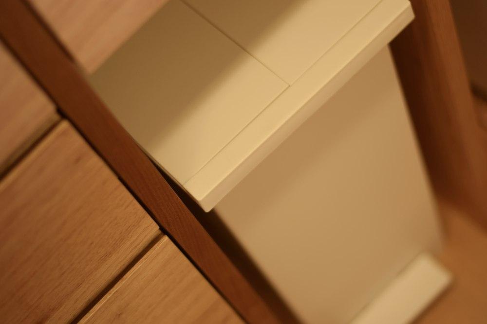 食器棚にケユカのゴミ箱を組み込む