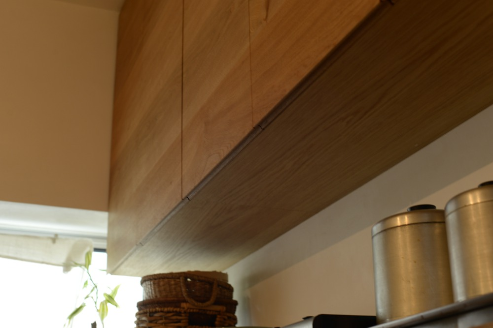 ナラ無垢材の食器棚