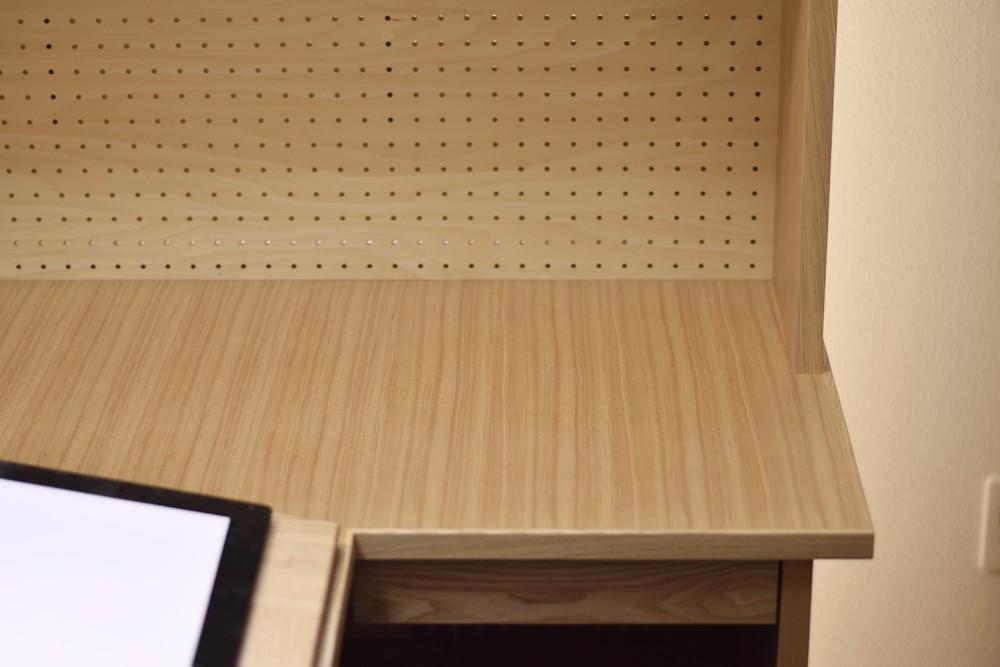 タモとシナで作った漫画家さんの机