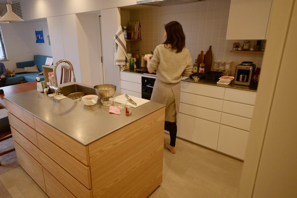 オークとステンレスバイブレーションメラミン仕上げのセパレートオーダーキッチン