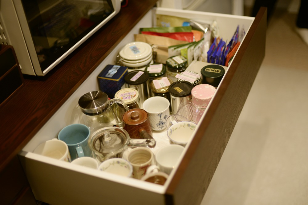 タモ染色仕上げのオーダー食器棚