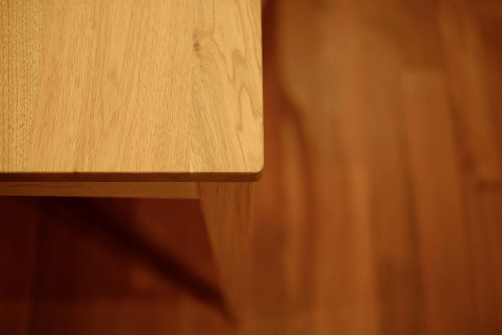 クルミのダイニングテーブルと椅子