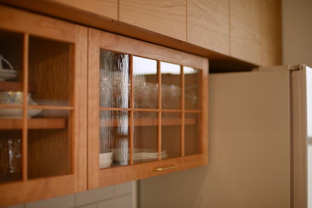 アメリカンチェリーの食器棚